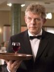 обрезанная фотография официанта для резюме